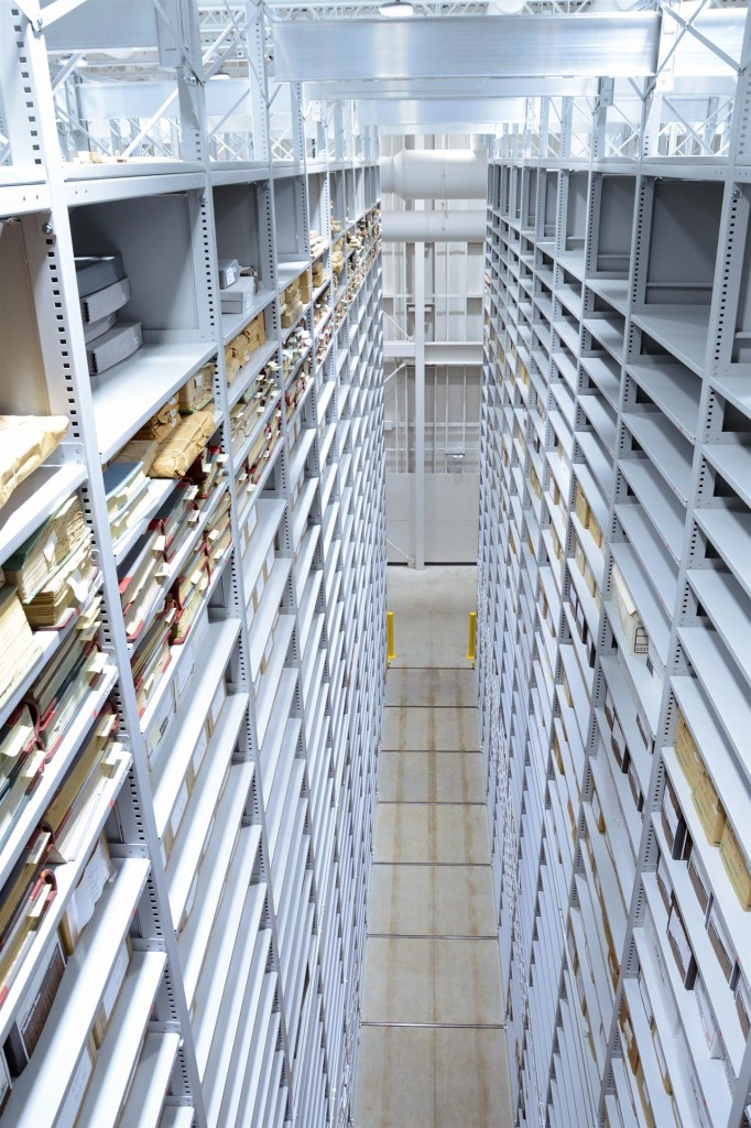 archival-storage-library-compact-shelving-offsite-highbay-shelving-112620131615437230-1925